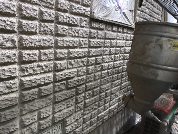 外壁中塗り(吹付)