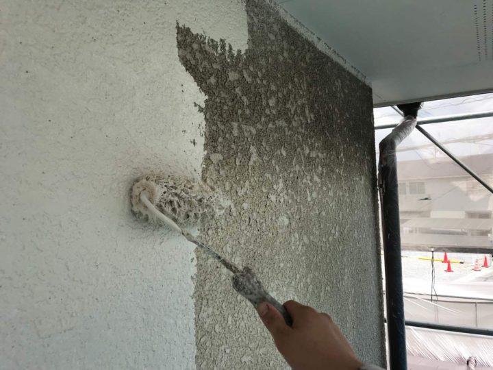 外壁上中塗り