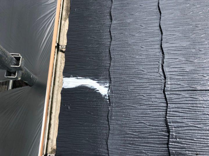 屋根ひび割れ補修