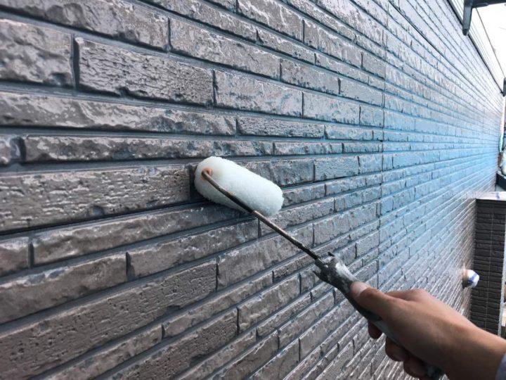 外壁上塗り(クリヤー塗装部分)