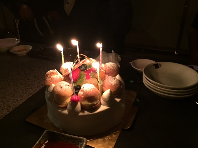 お誕生日ケーキの写真