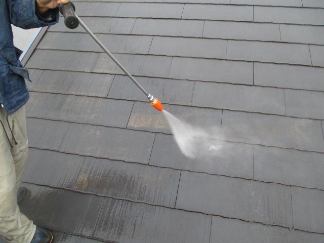 屋根の洗浄。