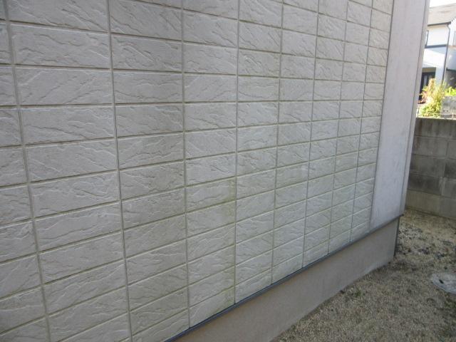 壁の汚れ。塗装の劣化。