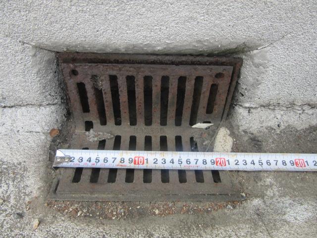 岡山市南区某通信システム会社屋上の施工前ドレン状況