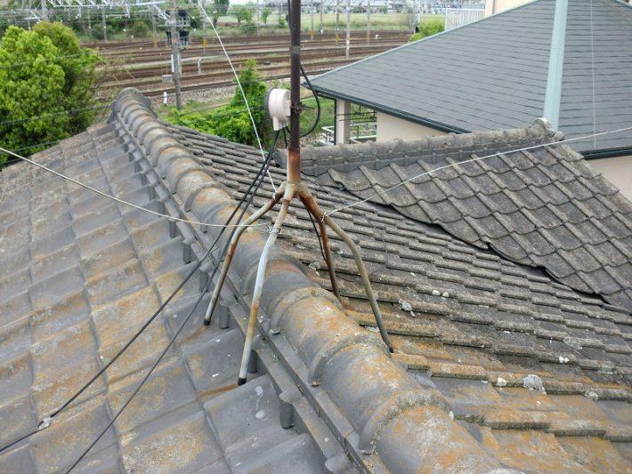 岡山市北区T様邸施工前の屋根とアンテナ架台部分